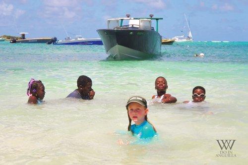 2016 Festival Del Mar children in sea