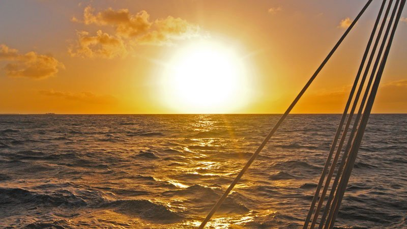 Tradition-Sailing-Leaving-the-sun-behind
