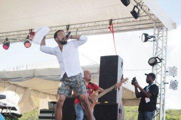 Eyes Wide Shut Anguilla, Kes the Band